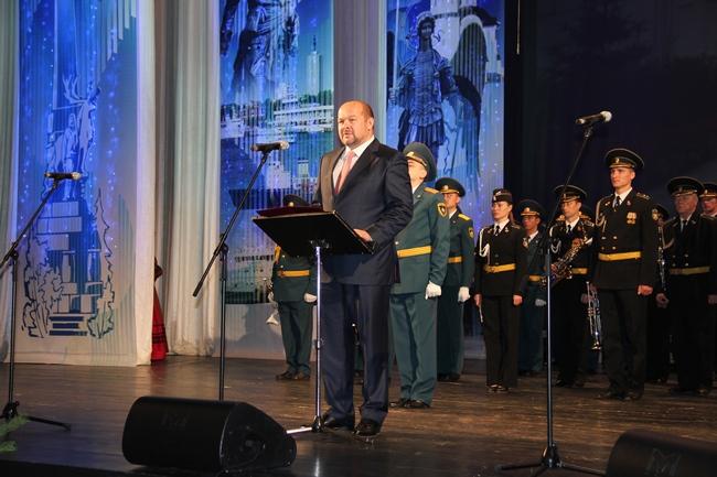 Помимо губернатора Архангельской области, гостей в зале поприветствовали Виталий Фортыгин, Герман Мозговой и...